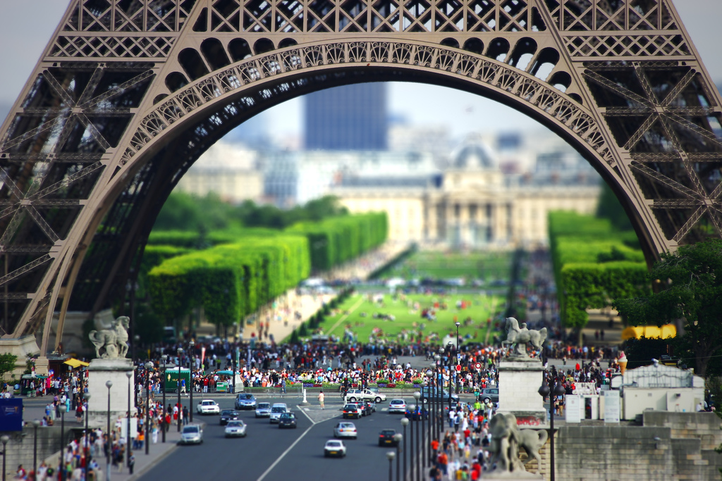 tilt-shift-tour-eiffel